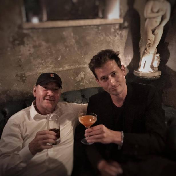 Kevin e o amigo Peter Cincotti